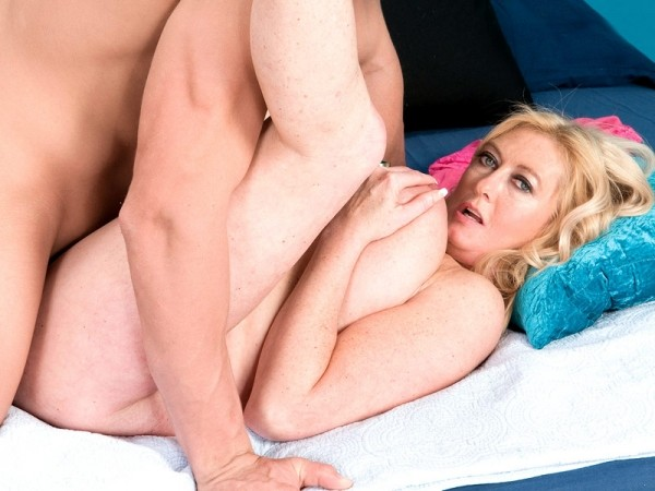 The big-titted divorcee and the big-cocked porn stud